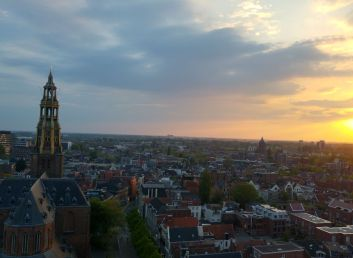 Foto skyline Groningen. Foto linkt naar Onderzoeken en jaarverslagen.